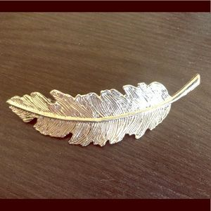 Jewelry - Silver feather clip
